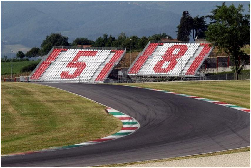 Imagen de la grada del circuito de Mugello dedicada a Marco Simoncelli