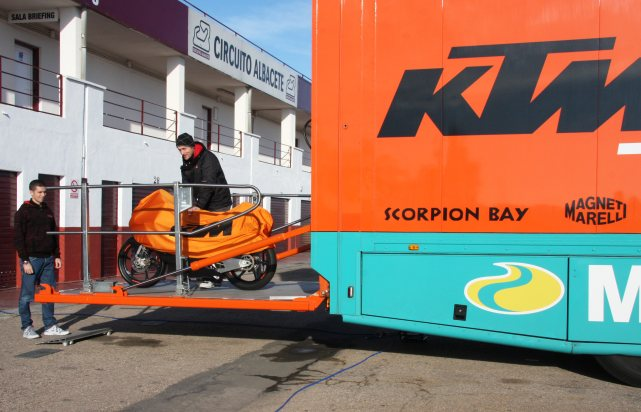 3_KTM-Moto3_Ab_271111