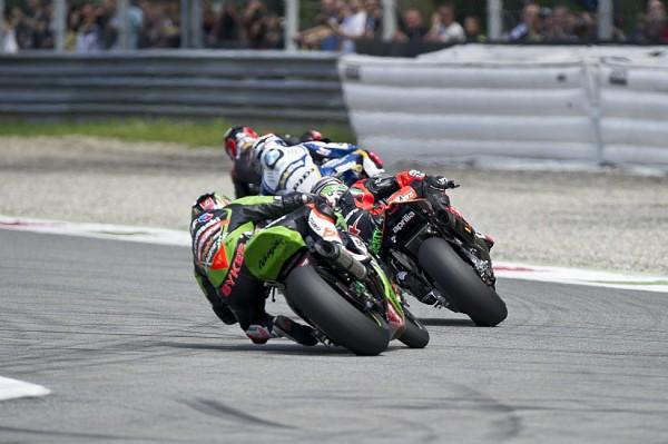 Tom Sykes durante la carrera en Monza