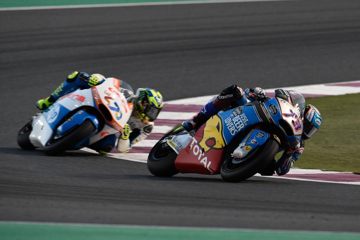 Álex Márquez y Lorenzo Baldasarri durante el Gran Premio de Qatar de Moto2 2018